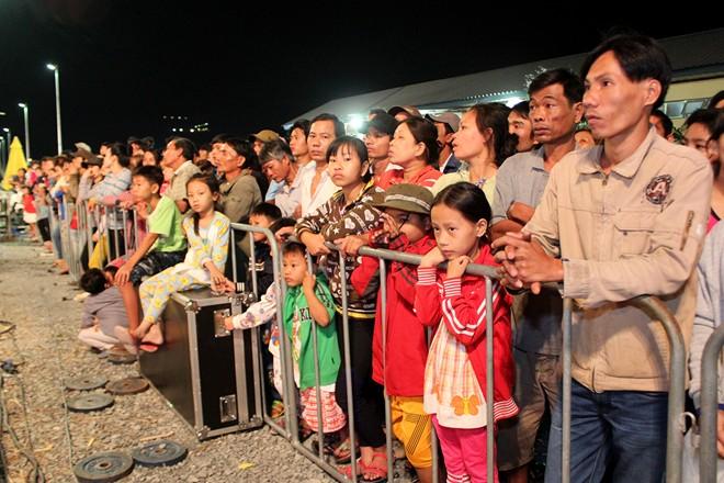 Đông đảo người dân đã đổ về chợ hoa Bình Điền để xem xác lập kỷ lục