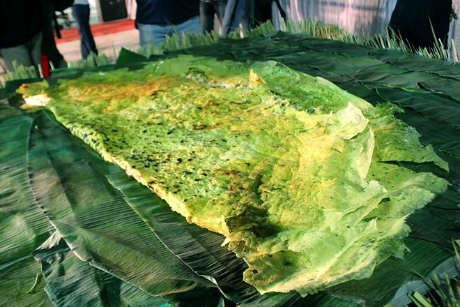 Chiếc bánh sau khi được hoàn thiện có đường kính 1,9